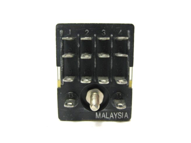 Used Assortment of Relays and Omron Relay Sockets Lot 322479602344 9