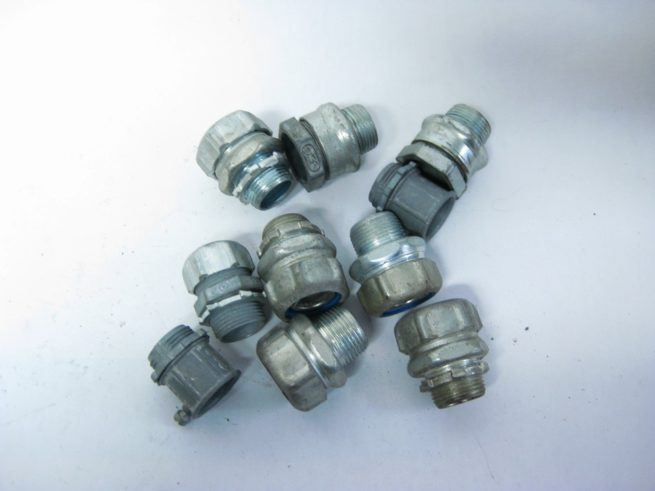 Lot of Angled and Straight Conduit Fittings 12 34 1 1 14 322549345265 4