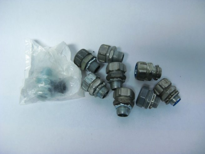 Lot of Angled and Straight Conduit Fittings 12 34 1 1 14 322549345265