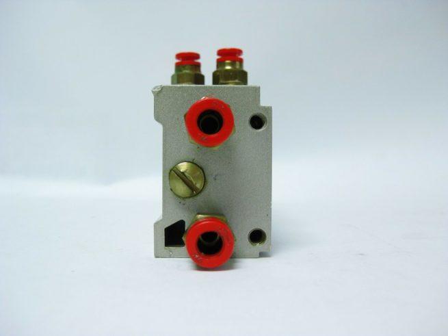 SMC 12 Position Pneumatic Manifold Block w SMC Push Fit Connectors 222556658368 5